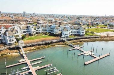 2106 East, Ventnor, New Jersey 08406, 2 Bedrooms Bedrooms, ,2 BathroomsBathrooms,Condo,For Sale,East,15400